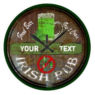 Personalisiertes irisches Pubzeichen Uhren