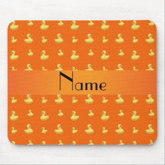 Personalisiertes orange Gummientennamensmuster Mousepad