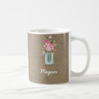 Personalisiertes rosa Blumen-Maurer-Glas auf Kaffeetasse