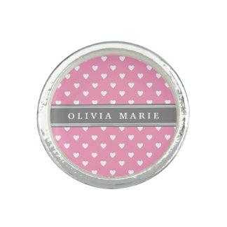 Personalisiertes rosa weißes Herz-Namensmuster Ringe
