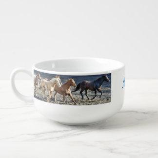 Personalisiertes wilde Pferdelaufen Große Suppentasse