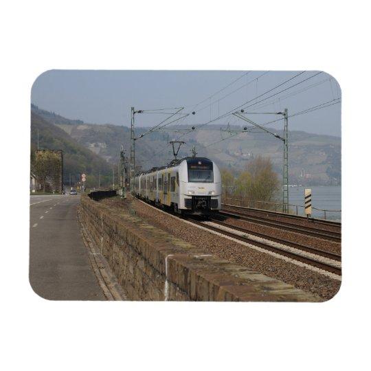 Personenzug in Niederheimbach Magnet
