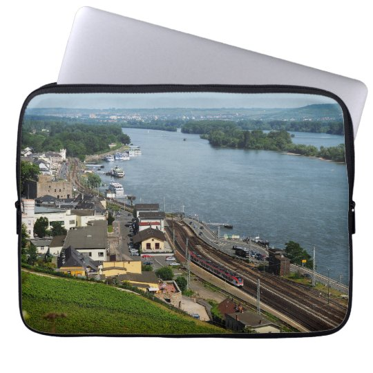 Personenzug in Rüdesheim am Rhein Laptop Sleeve