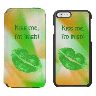 """Personifizieren Sie """"küssen mich, den ich Incipio Watson™ iPhone 6 Geldbörsen Hülle"""
