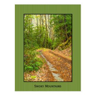 Personifizieren Sie: Rauchige Berge unterstützen Postkarte