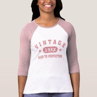 Personifizieren Sie rosa Vintages gealtert zum T-Shirt