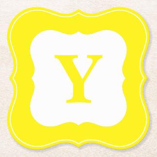 Personifizieren Sie: Unbedeutende gelbe Untersetzer