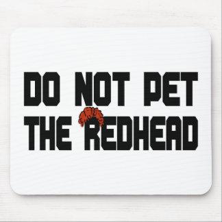 Pet nicht den Redhead (mit Perücke) Mousepads
