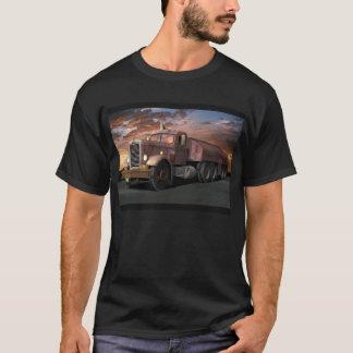 """Peterbilt """"Duell-LKW"""" mit Anhänger-T-Shirt T-Shirt"""