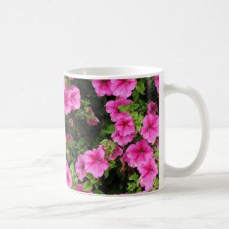 Petunien und Rasen Kaffeetasse