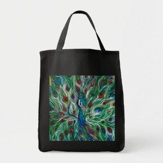 Pfau versieht Designer-Tasche mit Federn Tragetasche