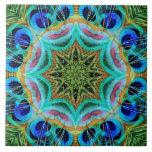 Pfau versieht Mandala mit Federn Fliese
