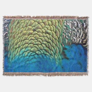 Pfau versieht tiefe Blau-und Goldfarben mit Federn Decke