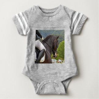 Pferd am Errichten Baby Strampler