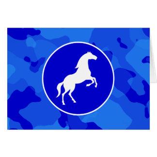 Pferd auf blauer Camouflage; Tarnung Karte