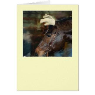 Pferd mit Handschuhen auf seinen Ohren Karte