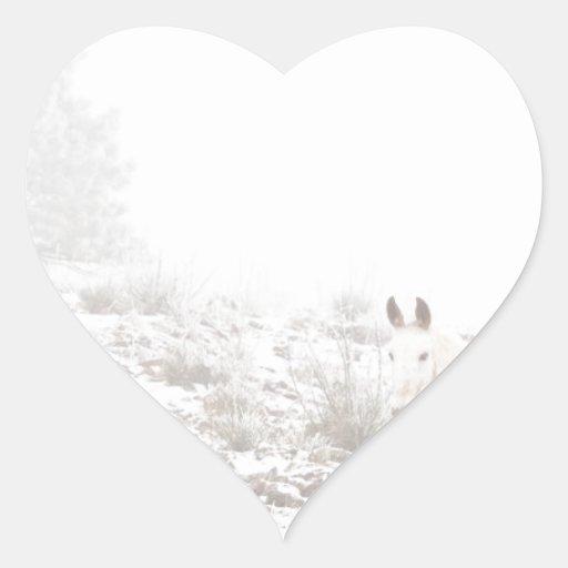Pferd mit Winter-Jahreszeit-Schnee und Nebel Herz Aufkleber