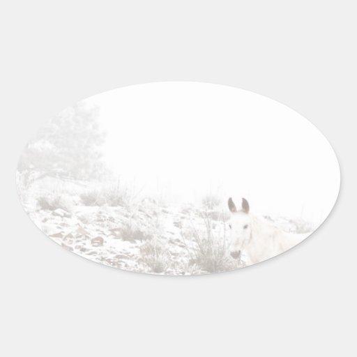 Pferd mit Winter-Jahreszeit-Schnee und Nebel Aufkleber