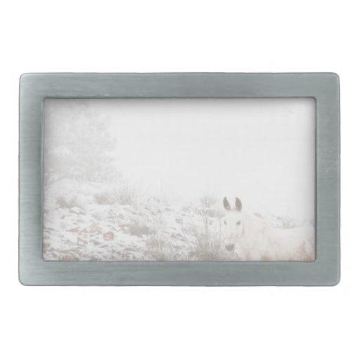 Pferd mit Winter-Jahreszeit-Schnee und Nebel Gürtelschnalle