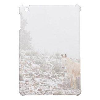 Pferd mit Winter-Jahreszeit-Schnee und Nebel Hülle Für iPad Mini