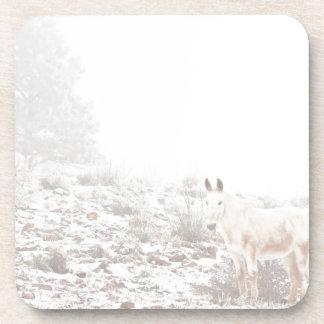 Pferd mit Winter-Jahreszeit-Schnee und Nebel Drink Untersetzer