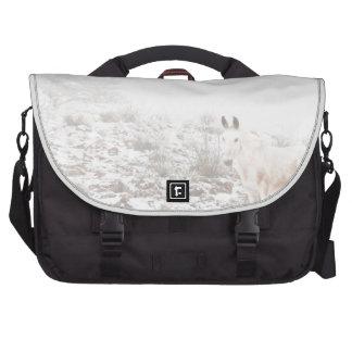 Pferd mit Winter-Jahreszeit-Schnee und Nebel Laptoptasche