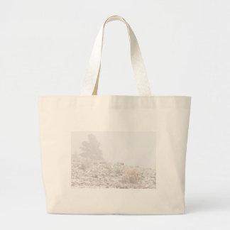 Pferd mit Winter-Jahreszeit-Schnee und Nebel Einkaufstaschen