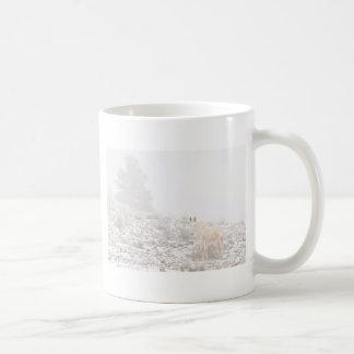 Pferd mit Winter-Jahreszeit-Schnee und Nebel Kaffee Tasse