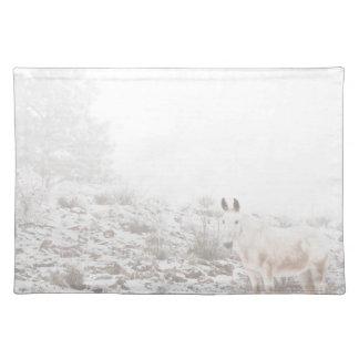 Pferd mit Winter-Jahreszeit-Schnee und Nebel Tischsets