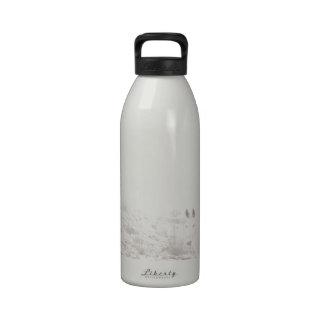 Pferd mit Winter-Jahreszeit-Schnee und Nebel Wiederverwendbare Wasserflaschen