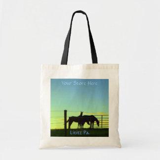 Pferde am Sonnenuntergang, Tasche. Addieren Sie Budget Stoffbeutel