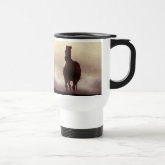 Pferde auf der Hügel-Tasse