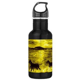 Pferde auf einer goldenen Küste Trinkflasche