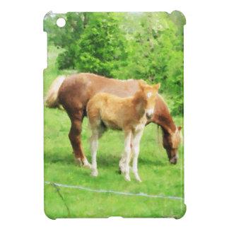 Pferde, die auf dem Gebiet sich entspannen iPad Mini Hülle