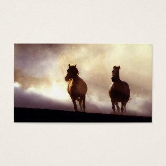 Pferde, die auf die Hügel-Visitenkarte laufen Visitenkarten
