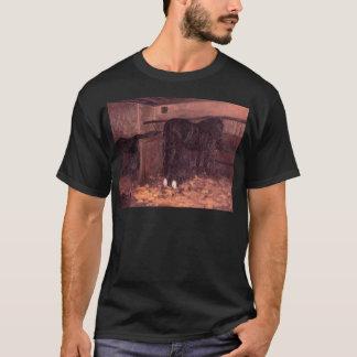 Pferde im Stall durch Gustave Caillebotte T-Shirt