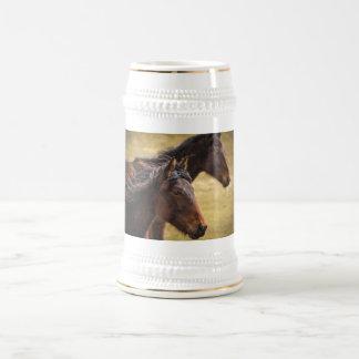 Pferde nebeneinander bierglas
