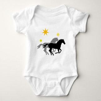 Pferde und Sterne   Horses and Stars Baby Strampler