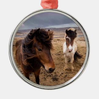 Pferde von Island Rundes Silberfarbenes Ornament