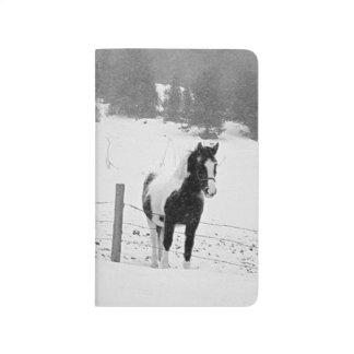Pferdekoppel-Weiden-Feld-Winter-Schneesturm-Szene Taschennotizbuch