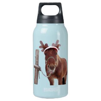 Pferderotwild - Weihnachtspferd - lustiges Pferd Isolierte Flasche