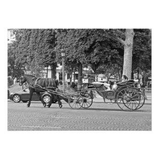 Pferdewagen in der Mitte von Paris Fotodruck