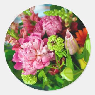 Pfingstrosen-Blumenstrauß Runder Aufkleber