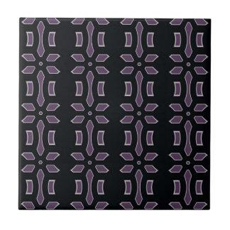 Pflaume und schwarzes Deko-Muster Fliese