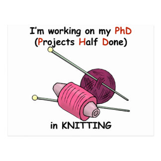 PhD beim Stricken Postkarte