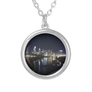 Philadelphia-Skyline nachts Versilberte Kette