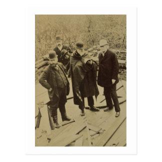 Philip Webb (1831-1915) während des Baus von Postkarte