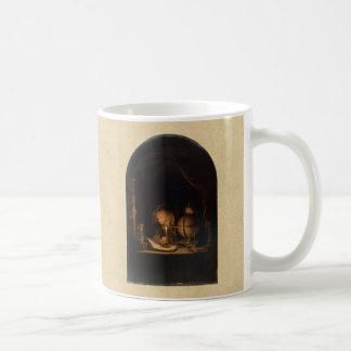 Philosoph, der durch Candelight studiert Kaffeetasse