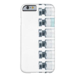 Phiolen, die Medizin für Einspritzungen enthalten. Barely There iPhone 6 Hülle