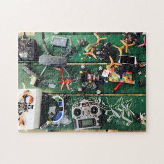 Picknicktisch mit Drohnen und Graffiti Puzzle